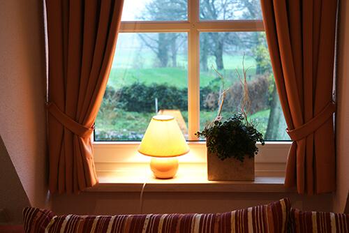 Lampe an Fenster